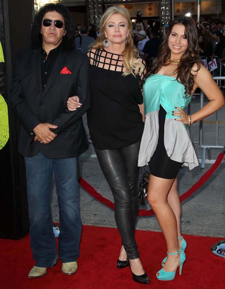 Shannon Tweed Picture 23 - The Premiere of Savages