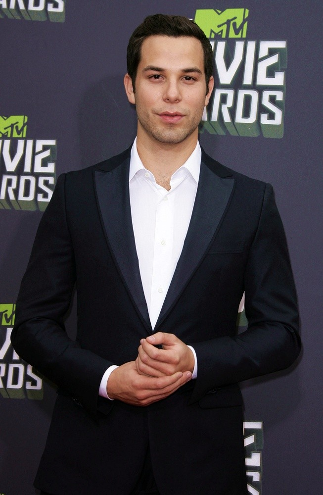 Skylar Astin Picture 1 - 2013 MTV Movie Awards - Arrivals