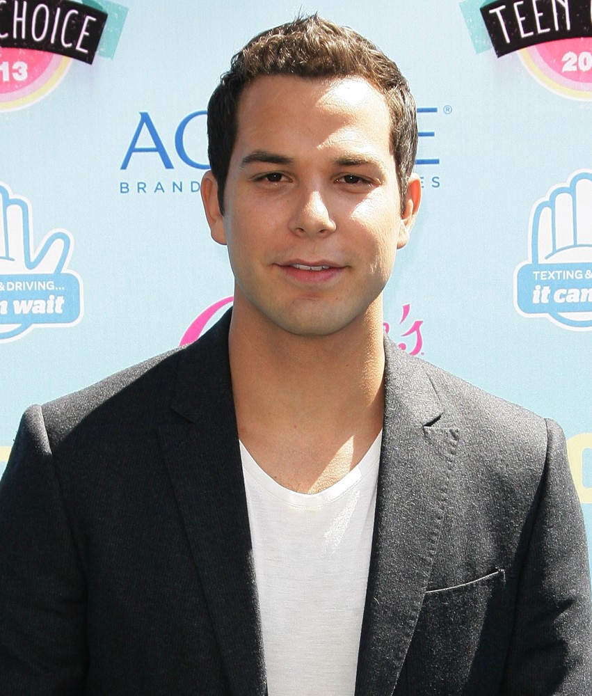 Skylar Astin Picture 25 - 2013 Teen Choice Awards