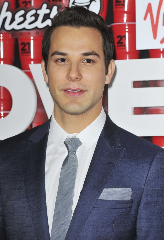 Skylar Astin Picture 8 - Los Angeles Premiere 21 and Over ...