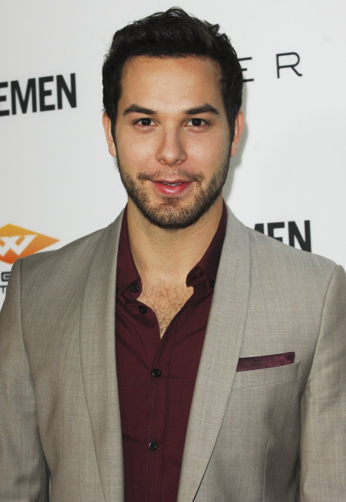 Skylar Astin Picture 30 - Los Angeles Premiere of Cavemen