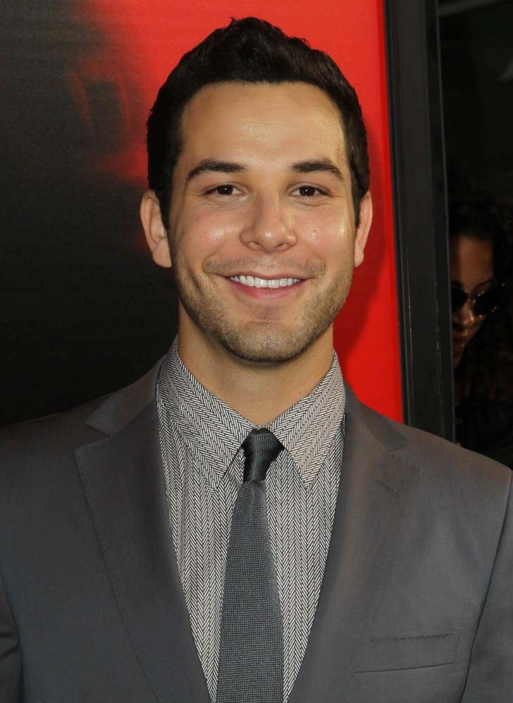 Skylar Astin Picture 17 - Premiere of HBO's True Blood ...