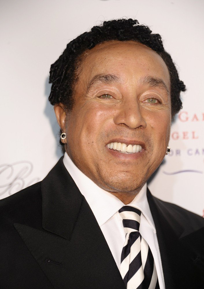 smokey robinson how tall