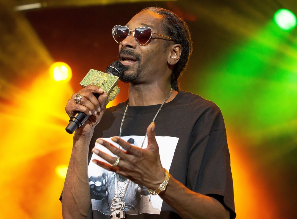 Snoop Dogg<br>Snoop Dogg Performs Live