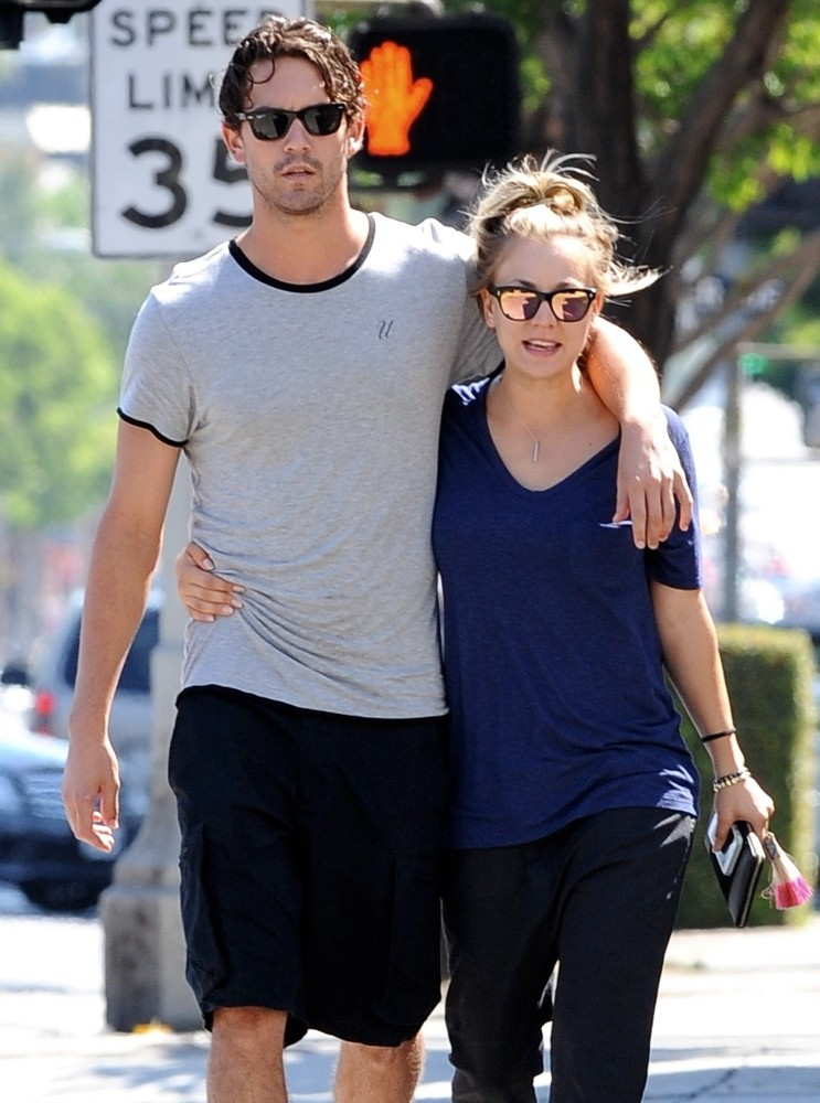 Ryan Sweeting, Kaley Cuoco<br>Kaley Cuoco Strolling with Ryan Sweeting