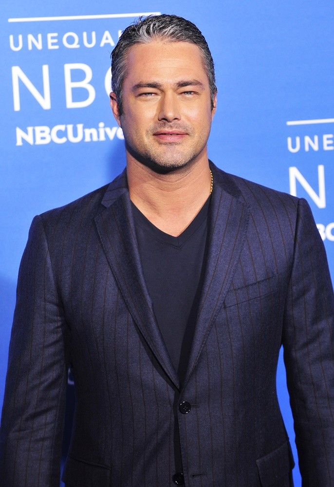 Taylor Kinney Pictures with High Quality Photos