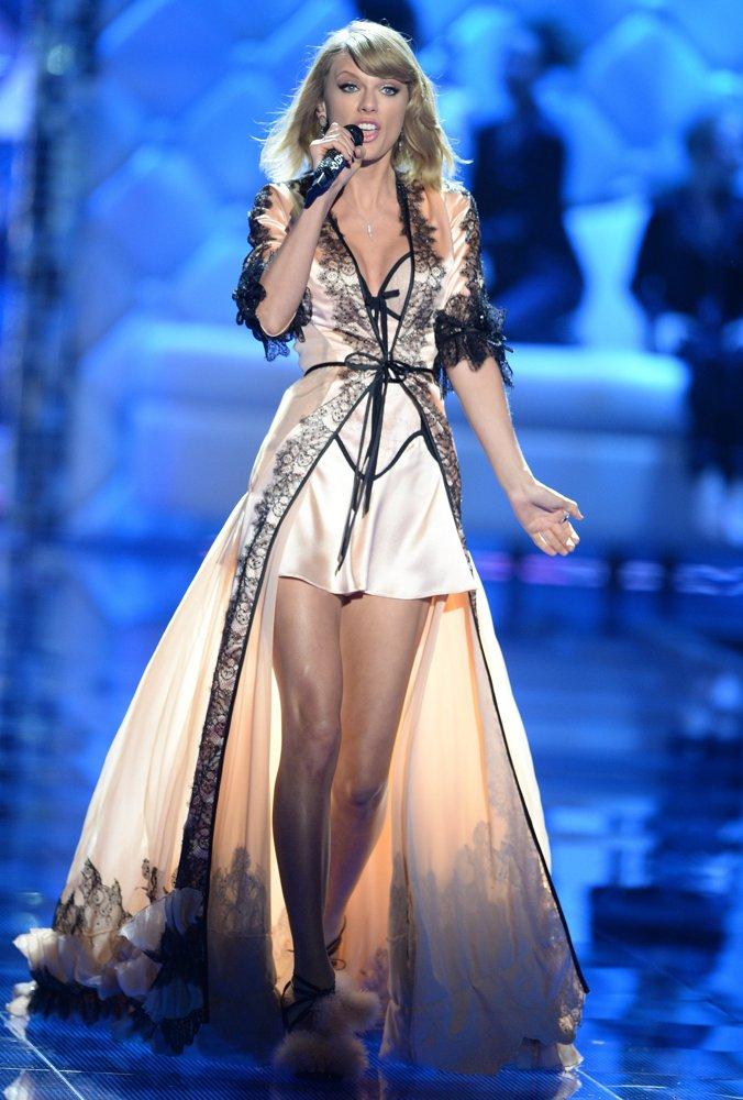 2014 Victoria's Secret Fashion Show Taylor Swift Taylor Swift