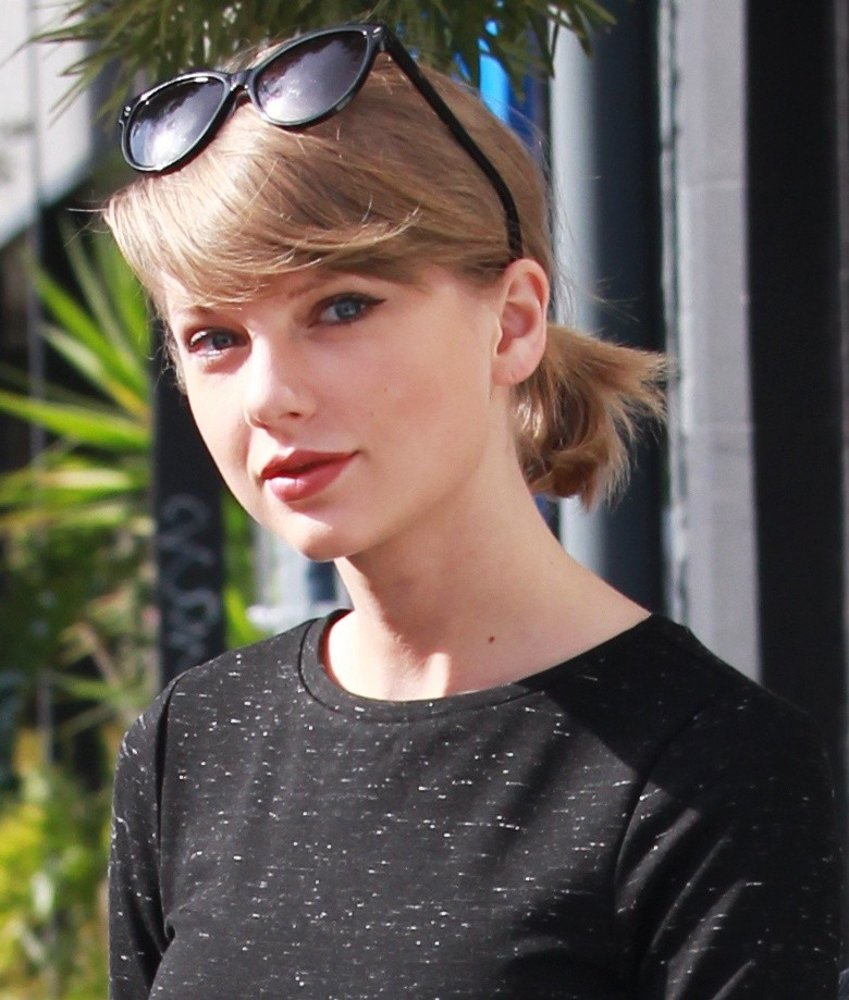 Taylor Swift<br>Taylor Swift Goes Shopping in Beverly Hills