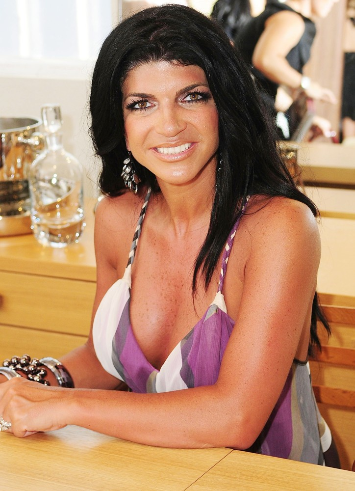 Teresa Giudice Picture 18 - Teresa Giudice at The book Signing for ...