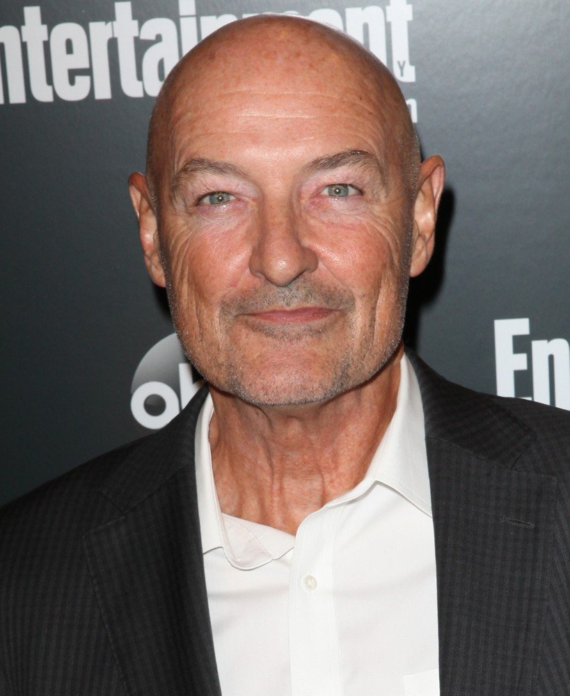 The 64-year old son of father (?) and mother(?), 187 cm tall Terry O'Quinn in 2017 photo