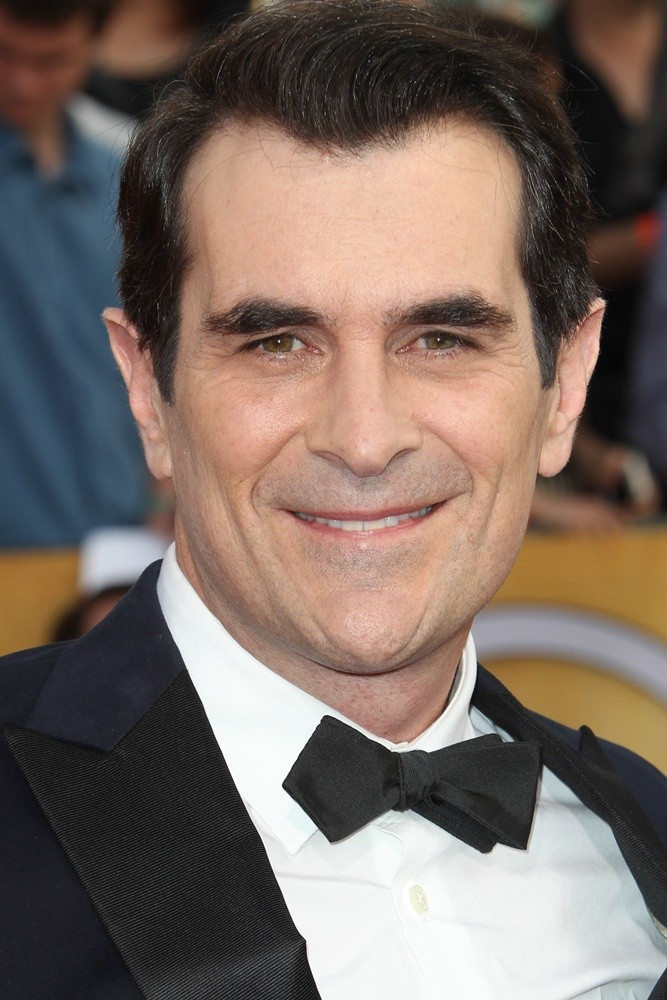 ty burrell how tall