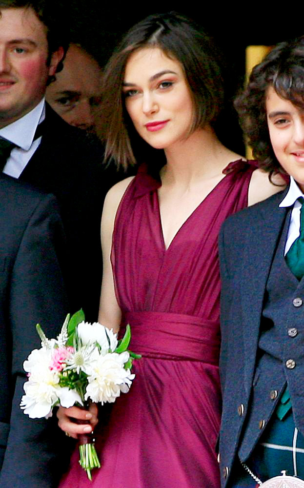 Pics Keira Knightley Lovely As Bridesmaid At Brother S