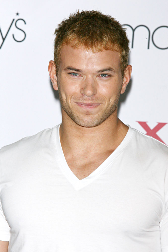 kellan lutz shirtless. Kellan Lutz