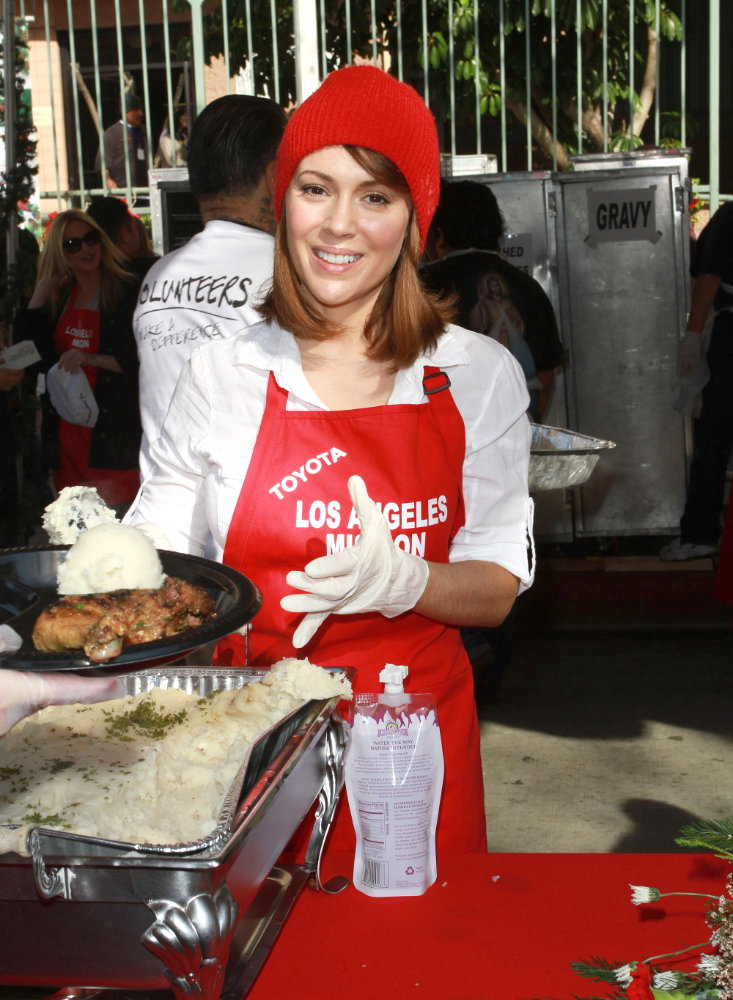 Celebrities Volunteer on Christmas Eve to Serve The Homeless