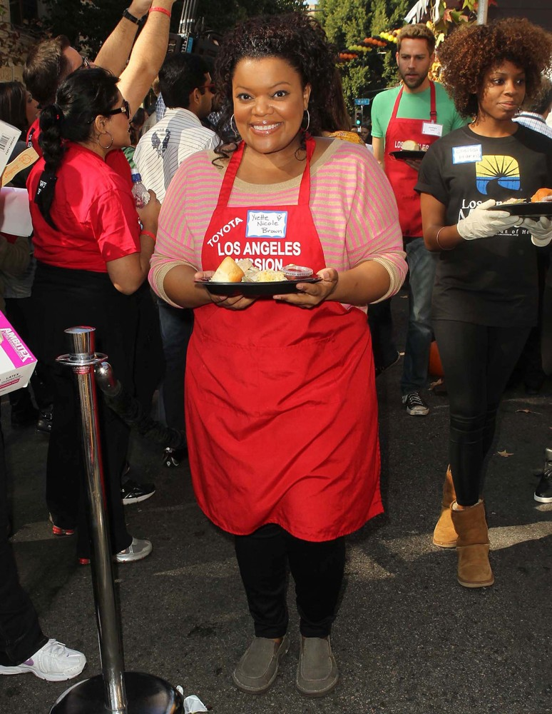 Yvette Nicole Brown, Zachary Levi<br>The Los Angeles Mission's Thanksgiving for Skid Row Homeless
